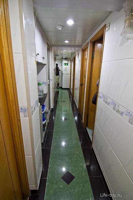 В коридоре гестхауса New China