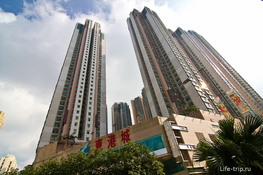На окраине Гонконга дома чуть потолще
