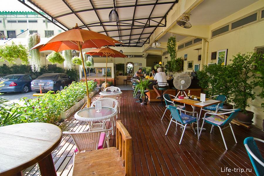Кафе в Rajata Hotel