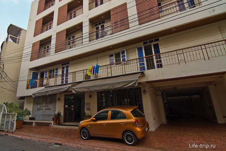 Недорогой отель в Бангкоке в районе Каосан - Roof View Palace