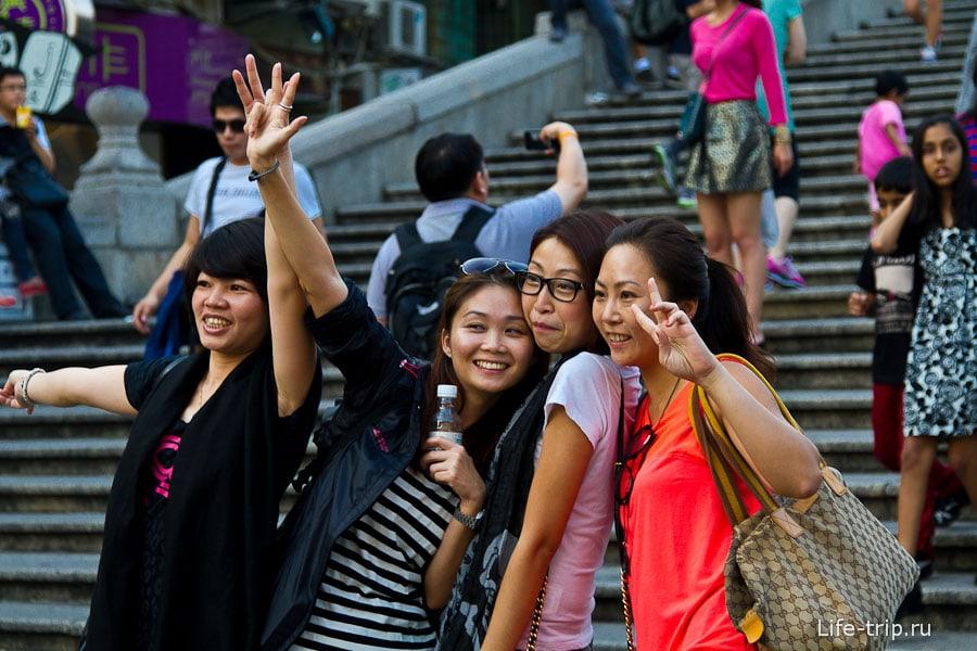 Чего больше всего любят делать азиаты, так это фотографироваться