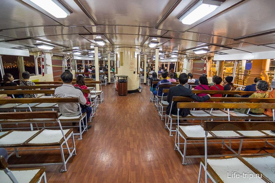 Внутри парома Star Ferry