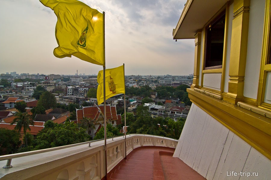 Виды на Бангкок на самом верху лестницы