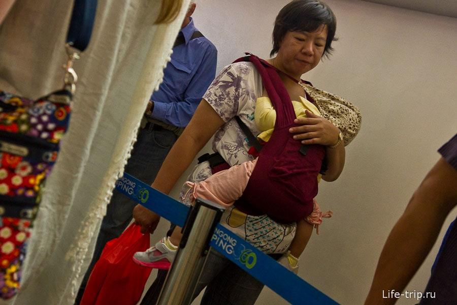 Наши люди в Гонконге - хоть посадка и неправильная, но зато эргорюзкак