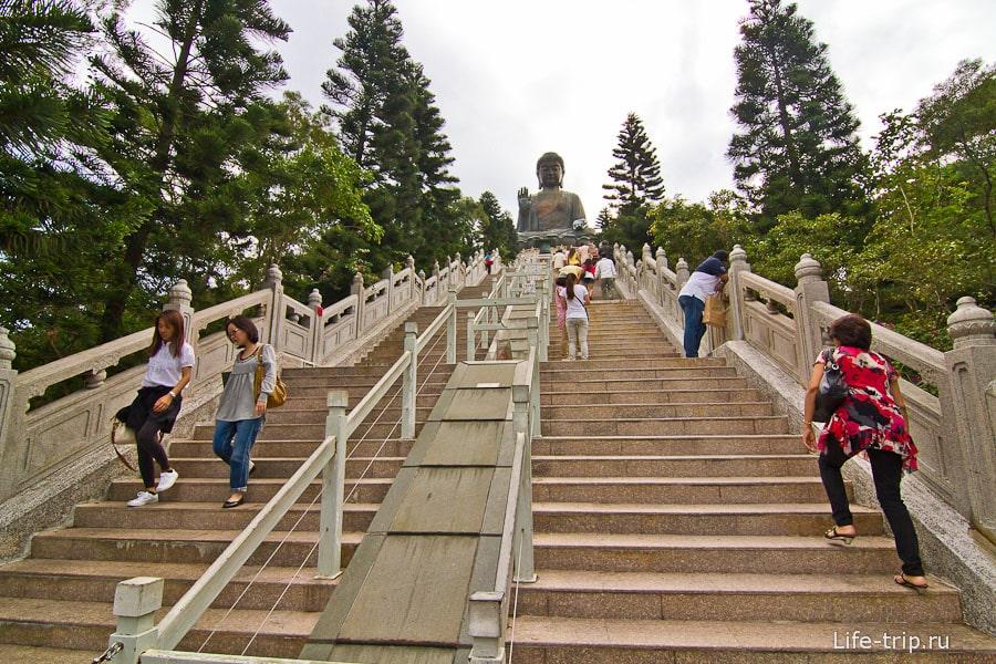 Длинная лестница к Большому Будде