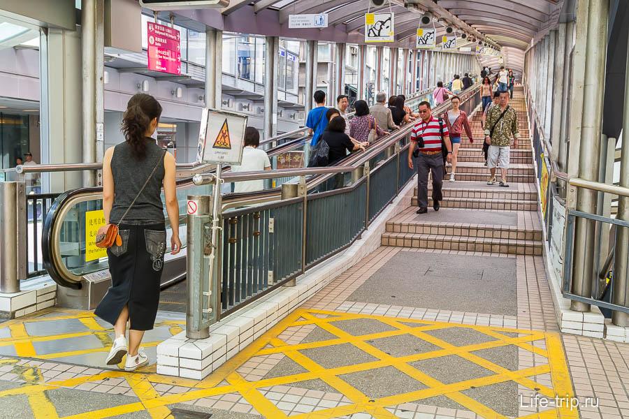 Уличный эскалатор Central — Mid-Levels Escalator