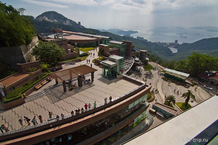 Вид со смотровой на другую сторону острова Гонконг - туда потом буду спускаться