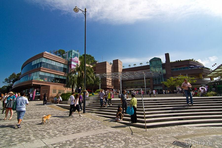 Площадка на самом верху с торговыми центрами