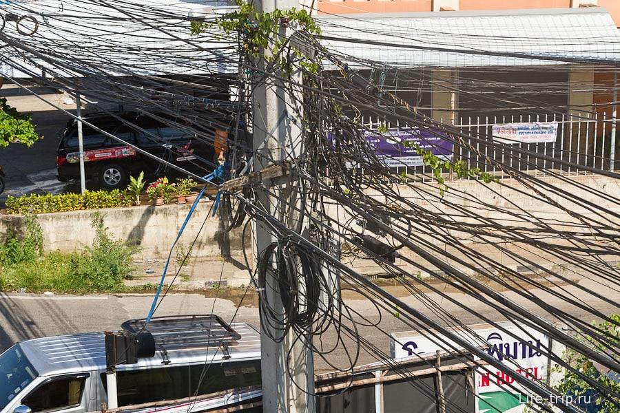 Классическая для Таиланда связка проводов