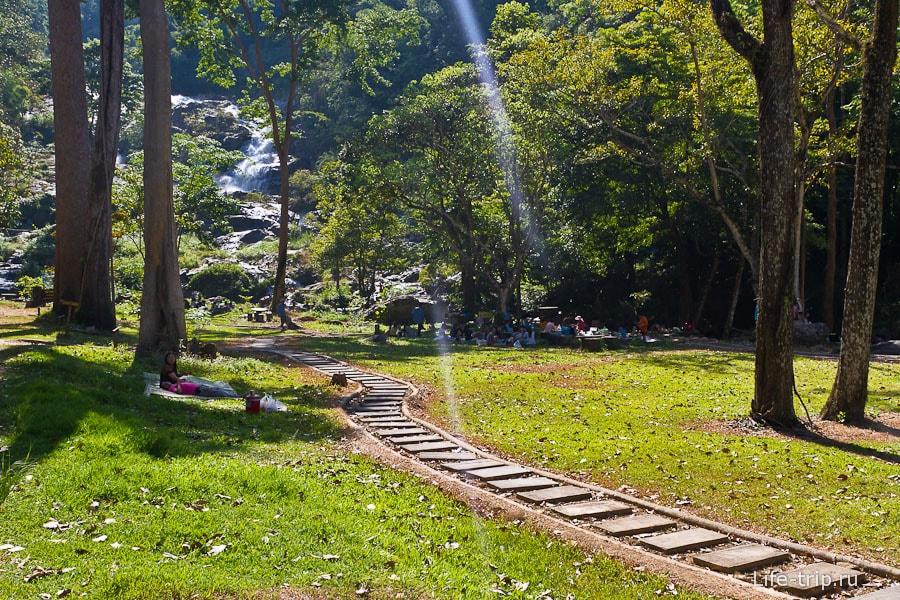 Дорожка к водопаду Клонг Нам Лаи