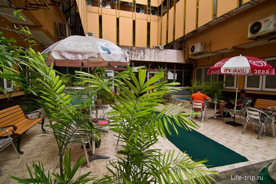 Вход в отель Narorn Ping Hotel