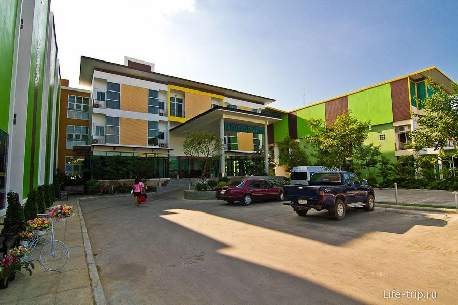 Недорогой отель в Кампенг Пет - Green Park Hotel