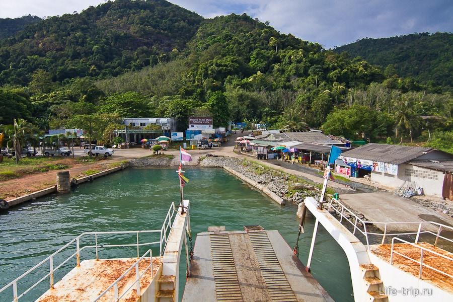 Center Poinit Ferry Pier на острове или Dan Kao Pier