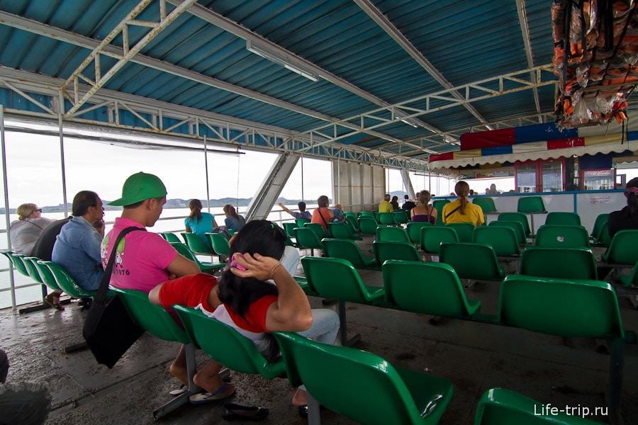 Center Poinit Ferry - паром внутри