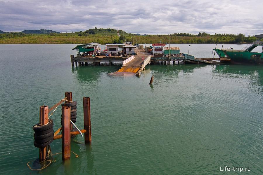Center Poinit Ferry Pier на материке