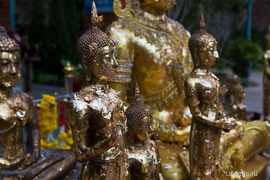 С краю исторического парка действующий храм