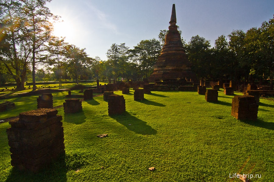 Храм Wat Phra That