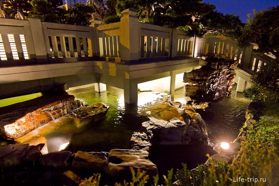 Подмостки и ручьи с подсветкой