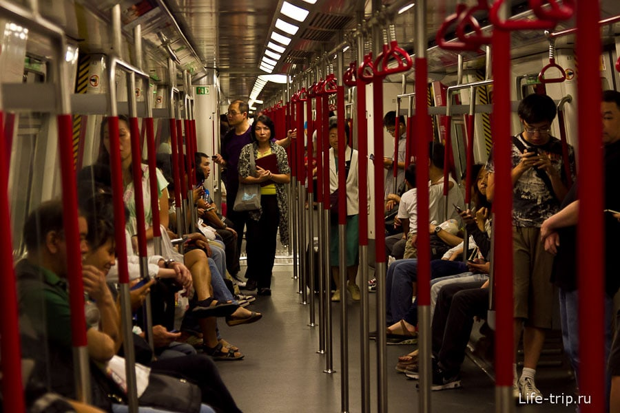 Еду в метро по зеленой ветке до станции Diamond Hill