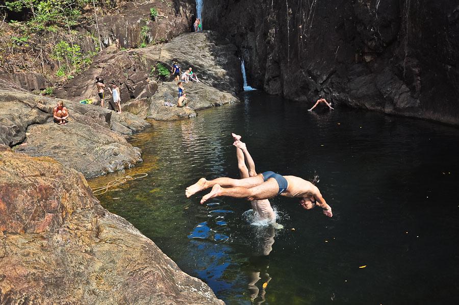 Синхронные прыжки со скалы