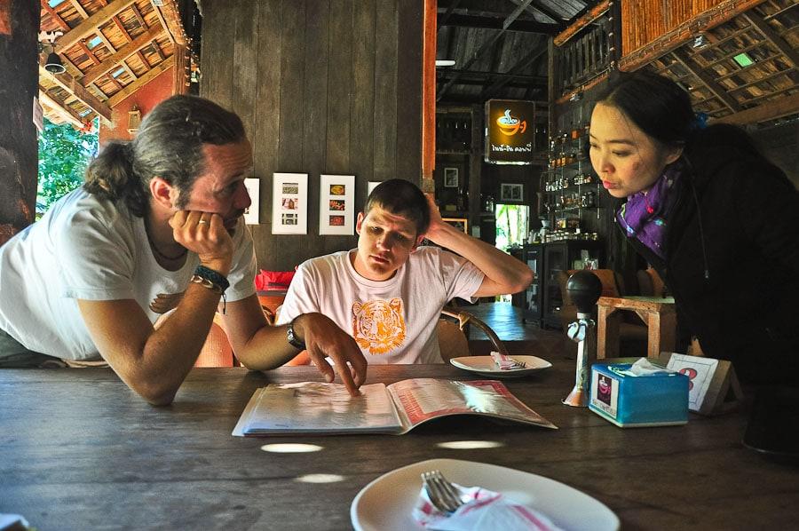 Пытаемся заказать без знаний тайского что-нибудь в кафе