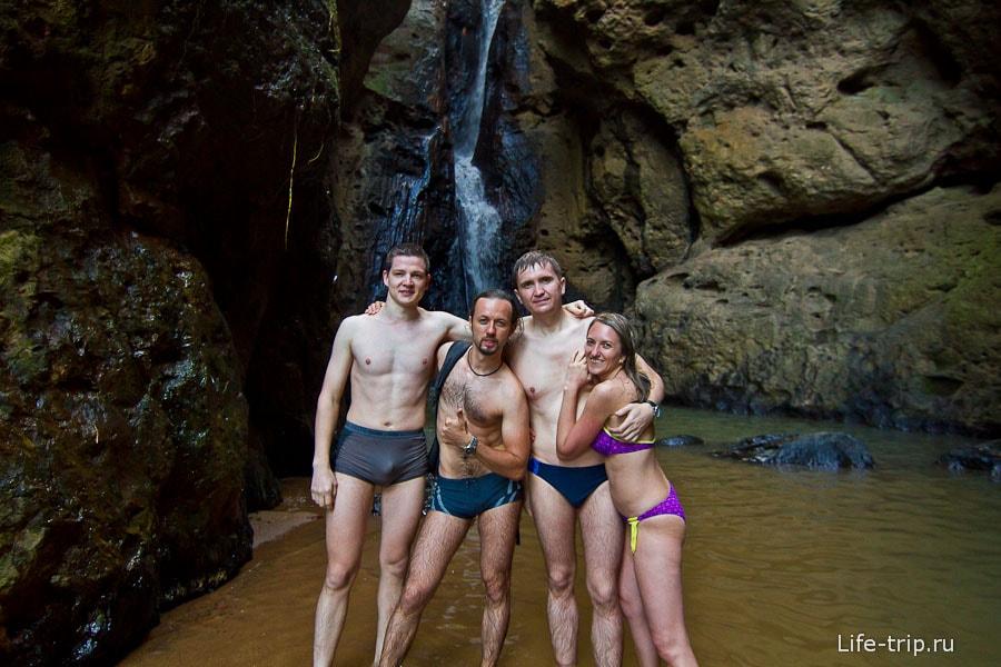 И конечно же, как не искупаться в ледяной воде водопада