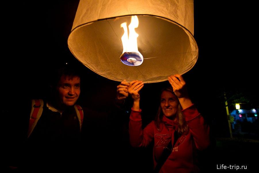 Загадываем желания и запускаем фонарики