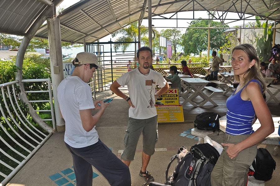 Сложный переезд из Чианг Май на Ко Чанг - ждём паром на остров