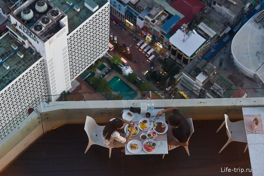 Один из ресторанов Байок Скай на высоте