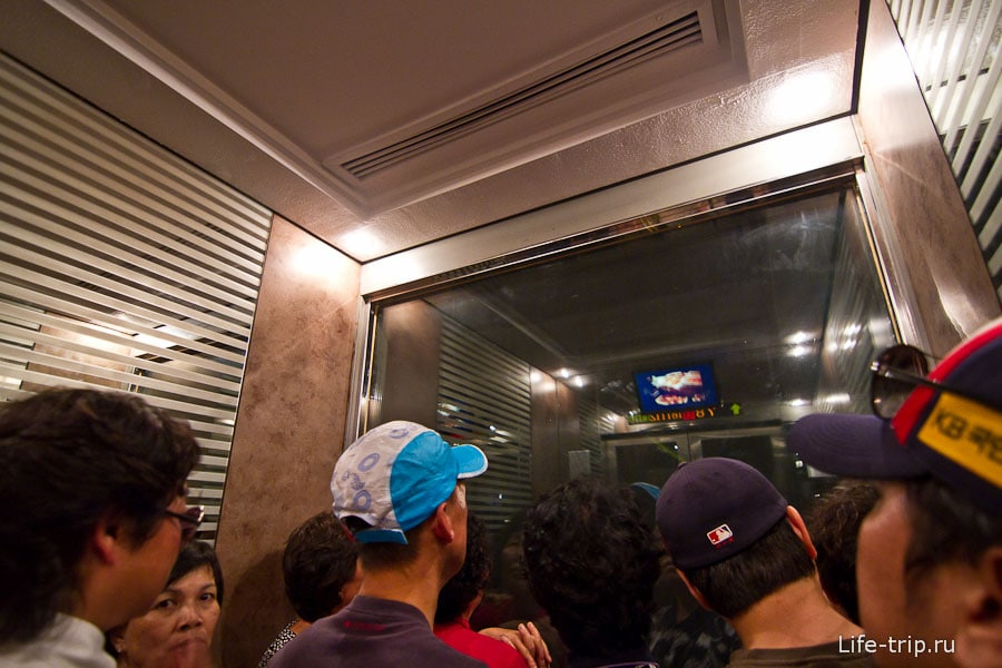 Лифт начинает подниматься