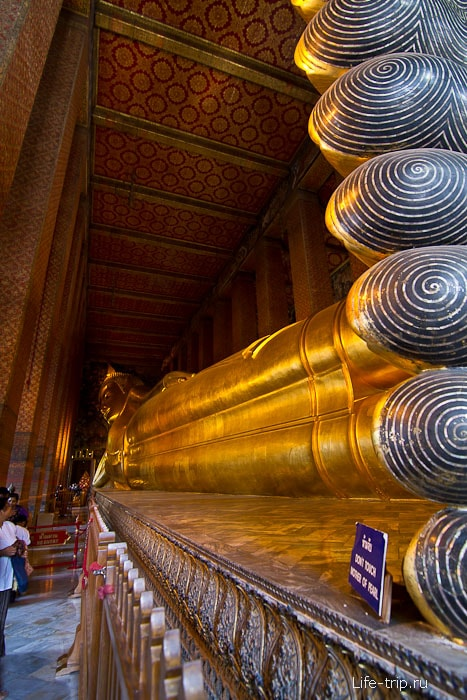 Традиционная фотография лежащего Будды