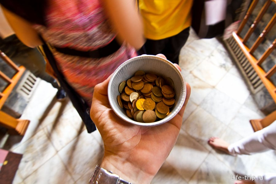 Разменянные монетки на счастье