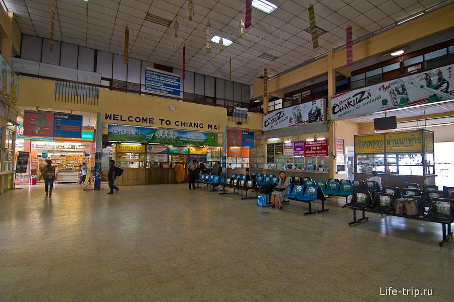 Внутри старого здания Arcade Bus Terminal