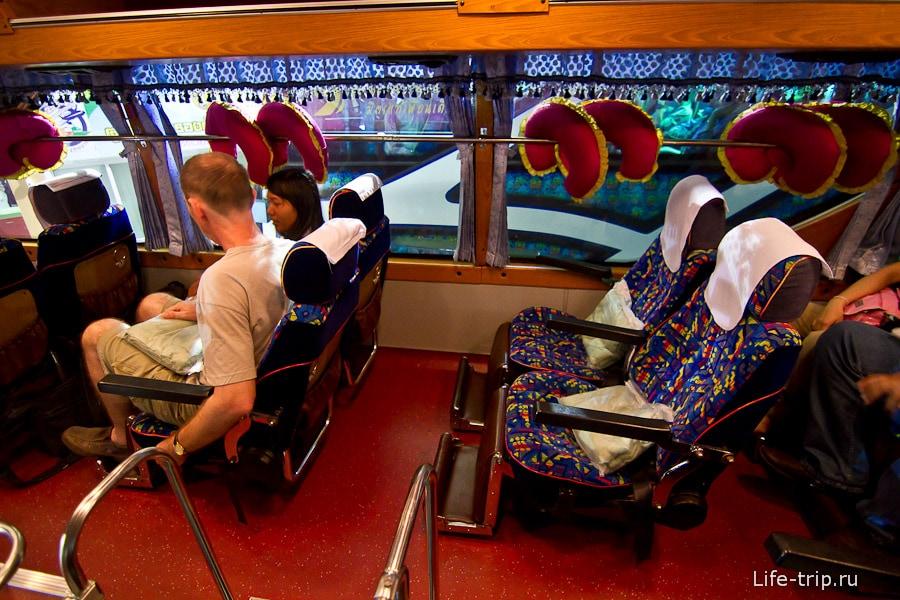 Внутри салона VIP-32 от Sombat Tour, 4 сидения в ряд