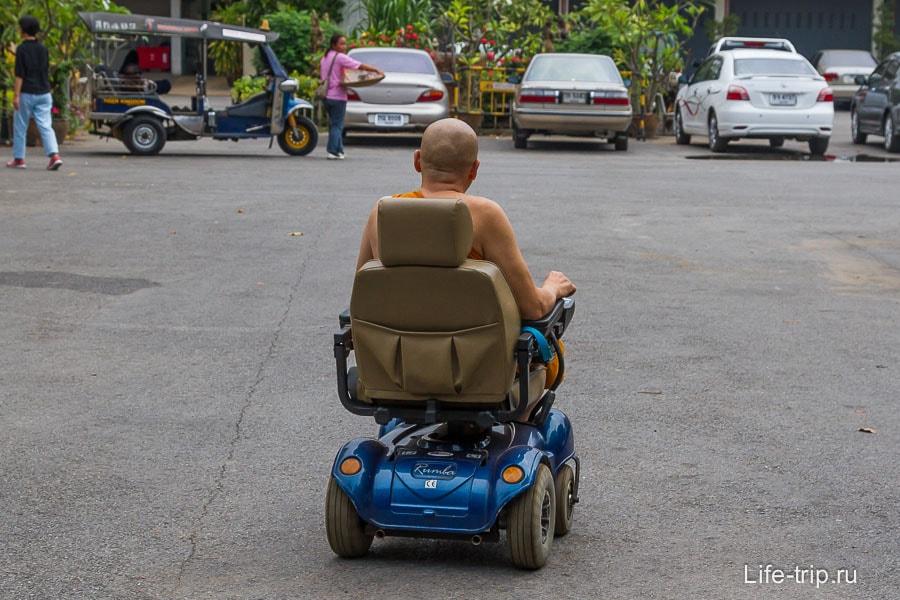 Монах на инвалидной коляске
