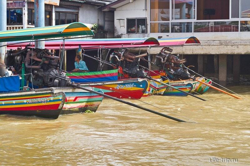 Скоростные лодки на Чао Прайе с моторами от машин