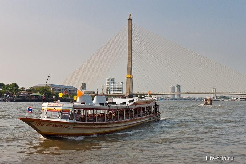 Речной трамвайчик на реке Чао Прайя