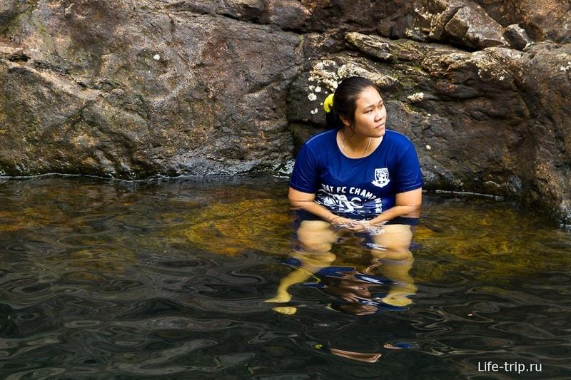 Тайцы традиционно купаются в одежде