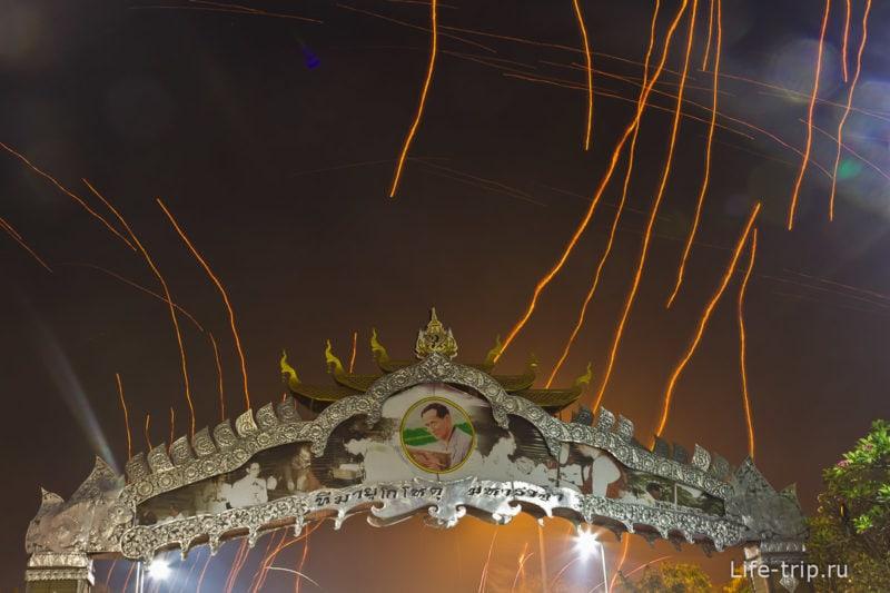 Лой Кратонг и Йипенг фестиваль (31)