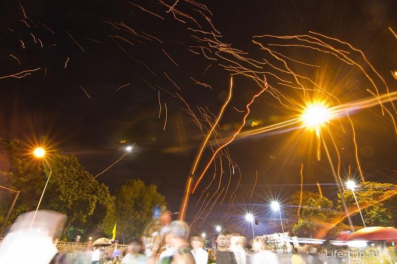 Лой Кратонг и Йипенг фестиваль (18)