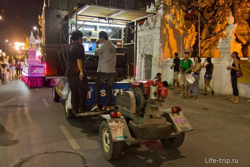 Лой Кратонг и Йипенг фестиваль (17)