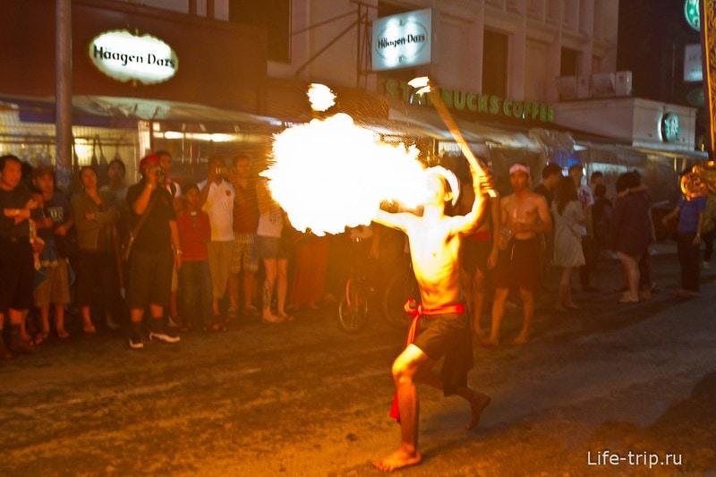 Лой Кратонг и Йипенг фестиваль (14)