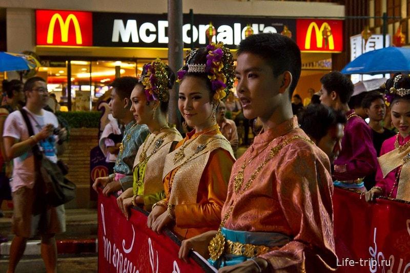 Лой Кратонг и Йипенг фестиваль (6)