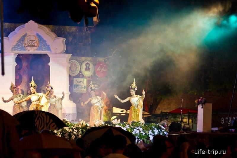Лой Кратонг и Йипенг фестиваль (5)