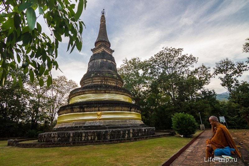 Туннельный храм Wat Umong (18)