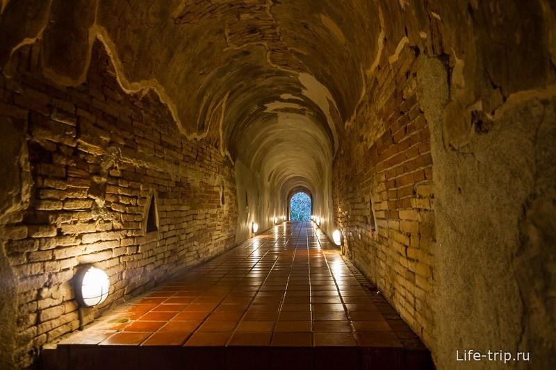 Туннельный храм Wat Umong (14)