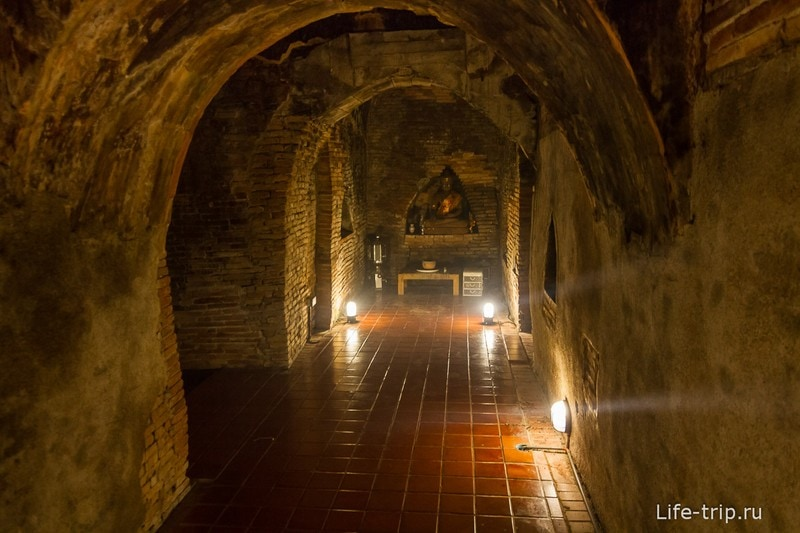 Туннельный храм Wat Umong (12)