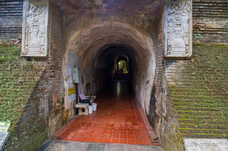 Туннельный храм Wat Umong (6)