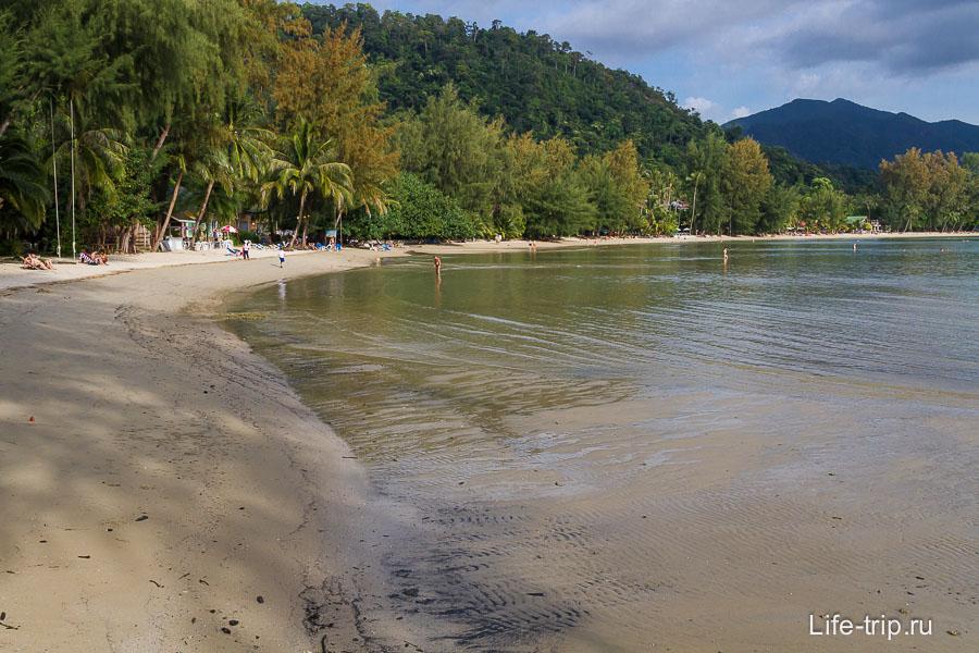 Очень приятный пляж Chai Chet