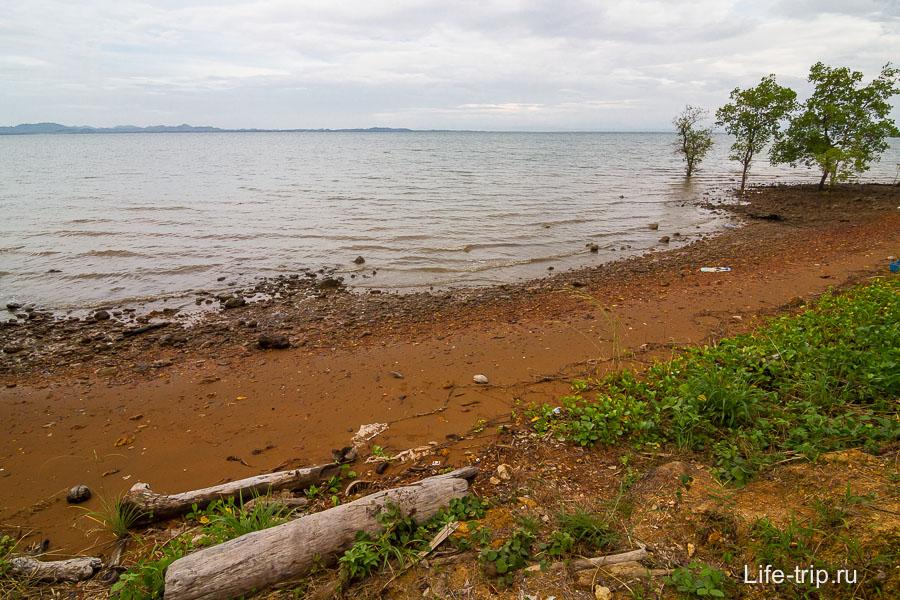 Пляж на восточной стороне